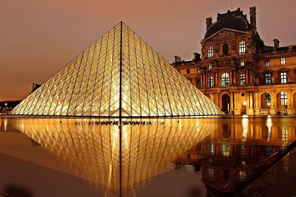 Musee du Louvre Pyramid Paris